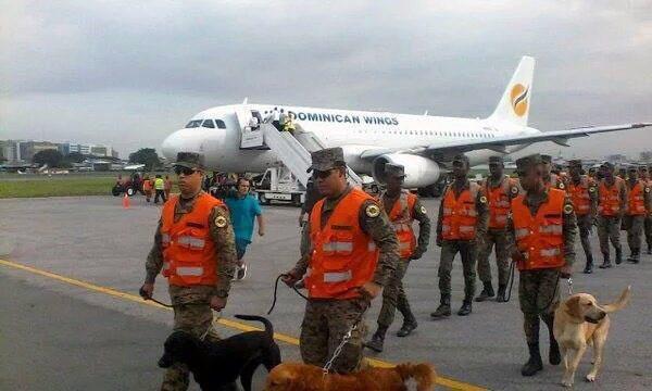 Brigada de rescate dominicana llega a Ecuador