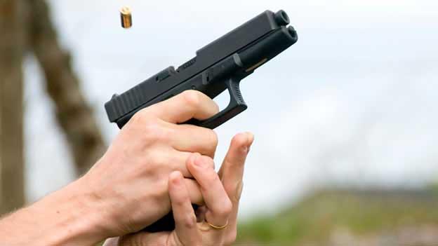 Adolescente resulta herido por bala perdida en colegio de Santiago