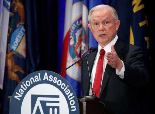 Renuncia secretario Justicia Jeff Sessions a pedido de Trump