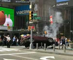 Automóvil atropella peatones en Times Square NY