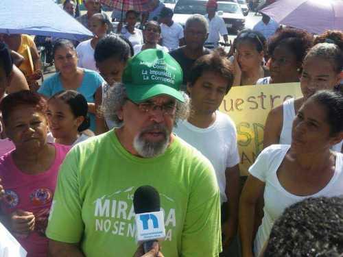 El padre Rogelio Cruz niega tenga un hijo