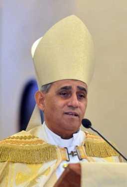 Arzobispo llama gobierno resolver problema migración