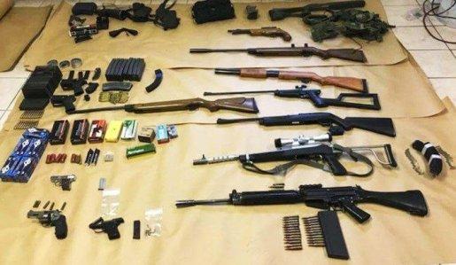 Policía de Queens detiene perturbado mental con un arsenal