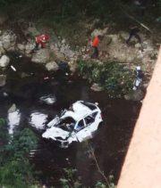 Al menos dos muertos al caer yipeta desde puente río Cumayasa