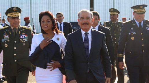 Danilo Medina sale hacia Lima, Perú, rumbo a III Cumbre Empresarial