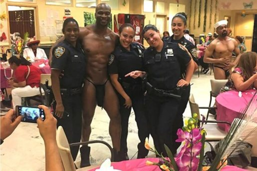 Suspenden policías dominicanas por posaron con stripper