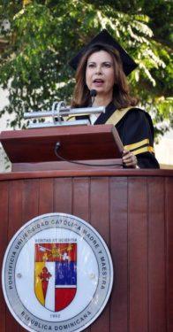 PUCMM gradúa 1,237 nuevos profesionales; 64% son mujeres