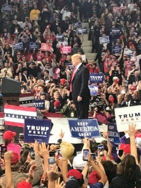 Trump agradece en Iowa apoyo republicano a Brett Kavanaugh