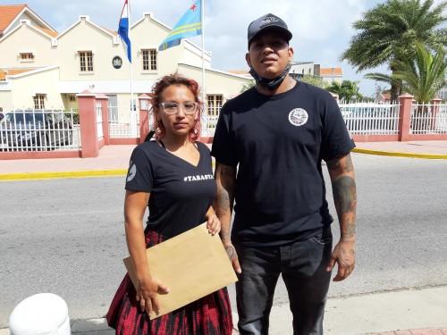 Stichting 'End Child Abuse' a haci entrega na un carta na gobernador y parlamento