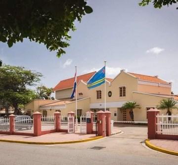 Gobernador di Aruba ta inicia su ronda di consulta