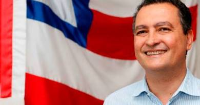 Rui envia à AL-BA projeto que altera gratificações pagas para professores do estado