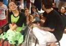 Saulo canta para fã com paralisia cerebral antes de puxar bloco no Carnatal