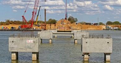 Obras da nova ponte sobre o Rio São Francisco na cidade de Barra são vistoriadas pelo governador