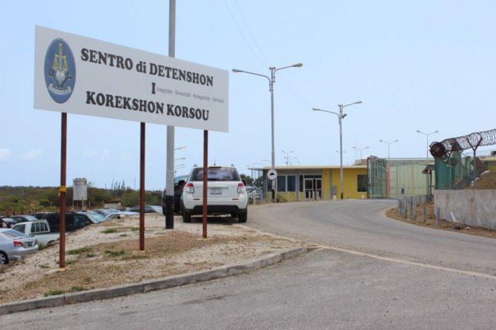 En Curazao indocumentados son encerrados junto a peligrosos delincuentes
