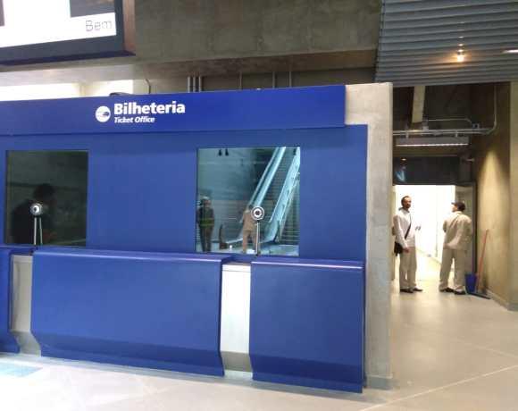 Bilheteria de uma das novas estações da linha 5-Lilás Estação Brooklin