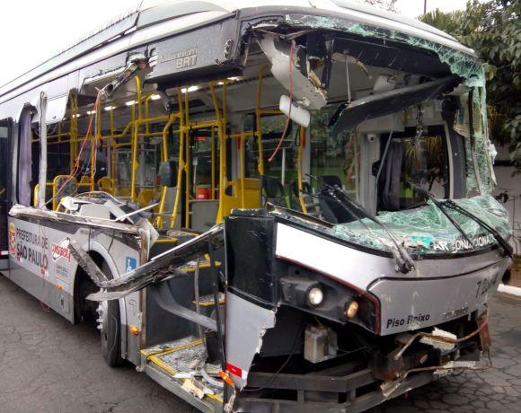 Ônibus da campo belo acidentado