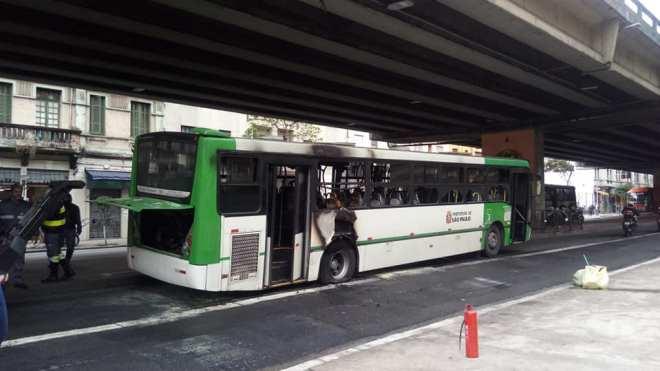 incêndio minhocão ônibus