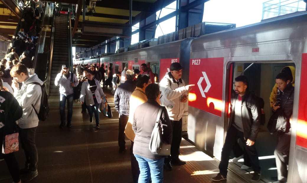 Série 8000 na Linha 9-Esmeralda