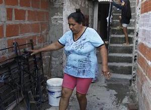 Photo of EL BARRIO QUE SE INUNDA DE RESIDUOS CLOACALES