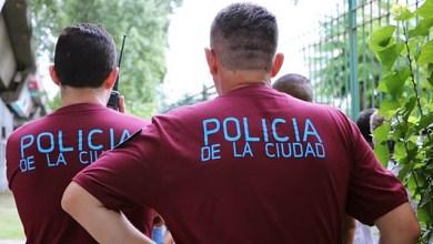 Photo of Policías fuera de las escuelas