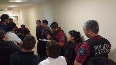 Photo of La policía detuvo a trabajadores durante una asamblea gremial en la que se rechazaban despidos
