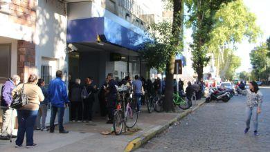 Photo of Jubilados: largas filas en los Bancos por sus haberes