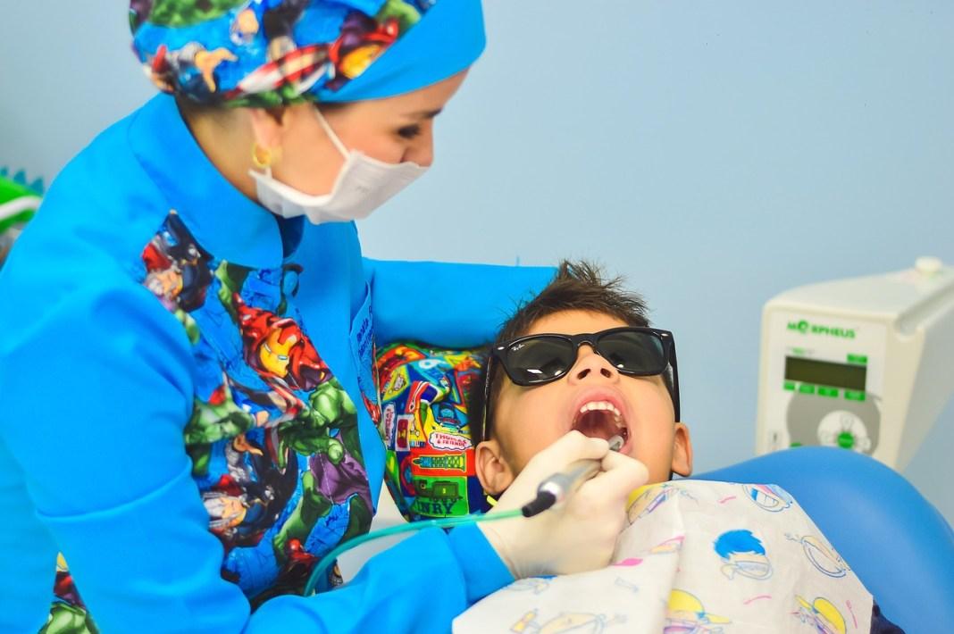odontopediatras mitad niños caries