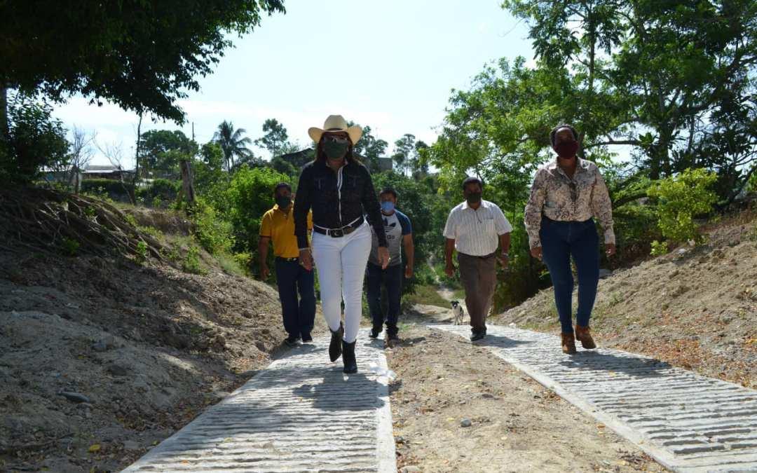 MÁS DE CIEN MILLONES DE PESOS EN VÍAS DE COMUNICACIÓN SE INVIERTEN EN TAMIAHUA.