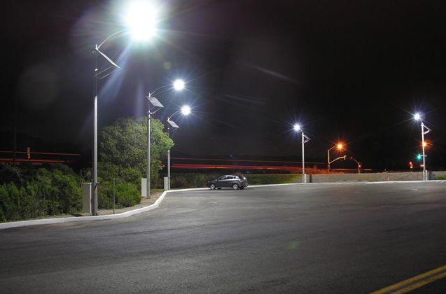 Carreteras iluminadas por farolas solares