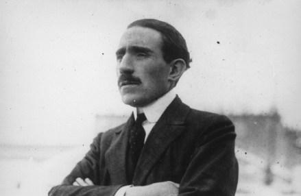 Louis Renault, de héroe francés a acusado de traición