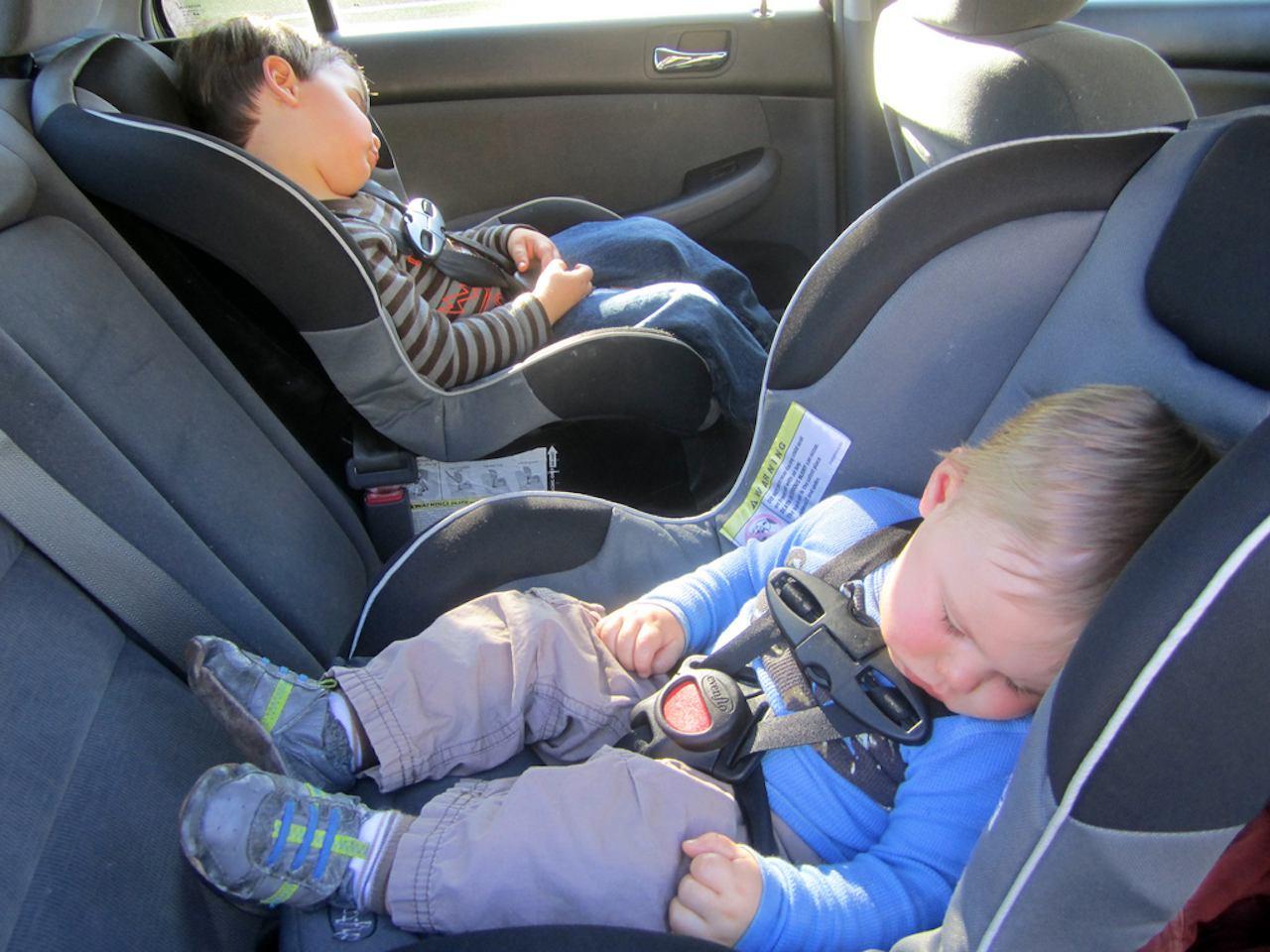 Pueden viajar los nios en el asiento delantero