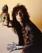 """Cultuado metaleiro revela: """"leio a Bíblia, dou aulas de cristianismo. Não há nada na Bíblia que proiba ser estrela do rock"""""""