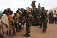 Crianças ganham fuzís e granadas em concurso de declamação do Alcorão