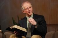 """O evangelista John Piper se reuniu com um grupo de pastores para discutir sobre o feminismo: """"A igreja funciona melhor quando lideradas por homens"""""""