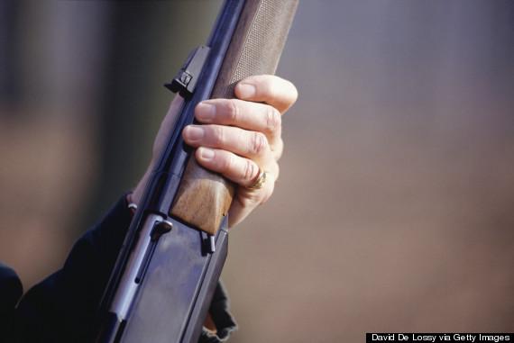 Se houver um ataque indígena e você não levar uma arma ao culto, terá problemas com a lei