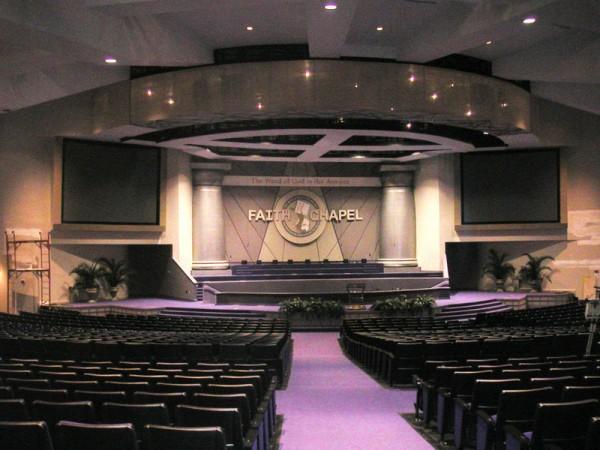 Auditório com 3 mil lugares, onde são realizados os cultos