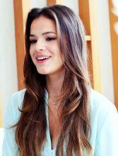 Convertida? Bruna Marquezine vai a culto da Hillsong Los Angeles acompanhada da modelo Stephannie Oliveira