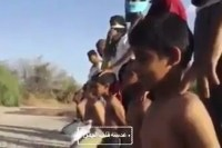 """Decapitações feitas pelo Estado Islâmico viram """"brincadeira"""" de criança no Oriente; Assista"""