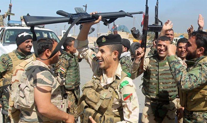 Iraque declara fim do Estado Islâmico no país após recapturar mesquita histórica