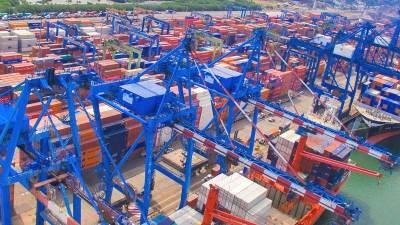 Saturado de contenedores el puerto de Manzanillo