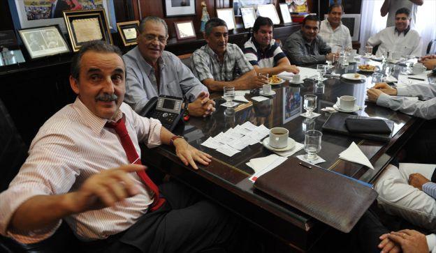A pesar de las polémicas metodologías que usa Moreno para negociar, un sector del establishment lo banca.