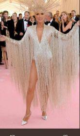 Celine Dion dejó atrás su look serio y cada vez se muestra más osada.
