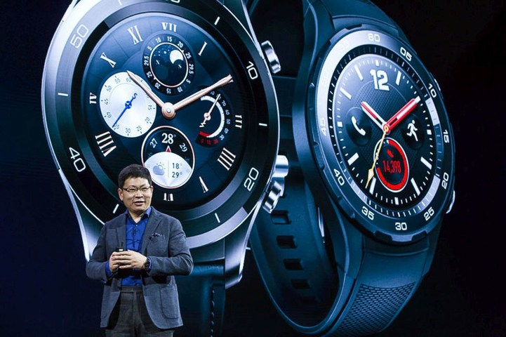 Richard Yu, CEO of Huawei Consumer Business Group, talking at the launch of the new Huawei Watch 2 (PRNewsFoto/Huawei Consumer Business Group)
