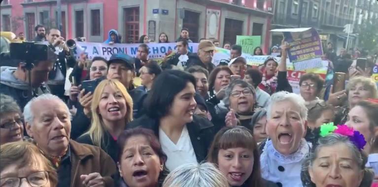 AMLO cumple 66 y le llevan mariachis a Palacio Nacional 1