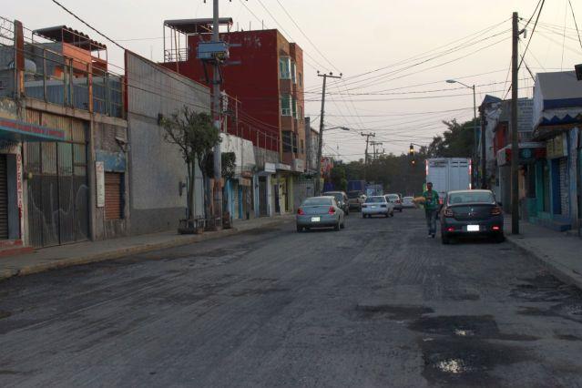 Vecinos de Cuautepec solicitan se termine ya el reencarpetado de la principal vía de salida 4