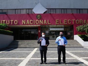 PAN denuncia a Morena, David León Romero y Pío López Obrador ante el INE por paquetes de dinero 9