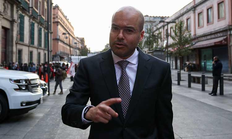 «Acudiré voluntariamente a la FGR a ponerme a sus órdenes»: David León por videos entregando dinero a Morena
