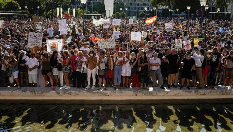 Miguel Bosé convoca en Madrid a marcha en contra del uso de cubrebocas, ¡pero no asiste!