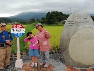 """Abuelos recrean parada de autobús de """"Mi vecino Totoro"""" 3"""