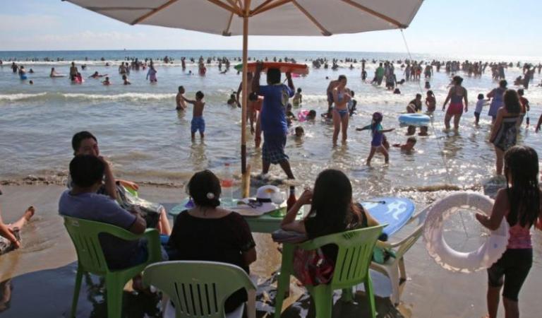 Pese a pandemia, las playas de Guerrero llegaron al límite de su capacidad hotelera durante este puente vacacional